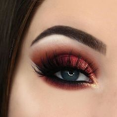 "10.8k Likes, 56 Comments - BEAUTY BAY (@beautybaycom) on Instagram: ""@hillary_pennell's cranberry eye look is screaming Christmas - we can't help but be completely…"""
