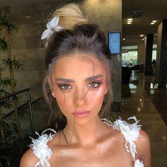 glowy makeup – Hair and beauty tips, tricks and tutorials Formal Makeup, Prom Makeup, Bridal Makeup, Wedding Makeup, Bridal Hair, Beauty Make-up, Beauty Hacks, Hair Beauty, Glowy Makeup