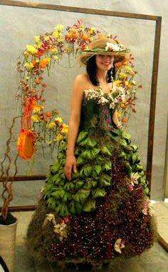 Живые цветы на платье