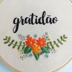 Cute Embroidery, Flower Embroidery Designs, Embroidery Kits, Embroidery Stitches, Diy And Crafts, Arts And Crafts, Needlepoint, Needlework, Weaving