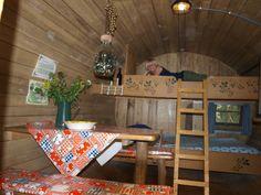 """een heerlijk bed in een echt wijnvat op camping """" In 't Niet"""" te Maasbree Limburg"""