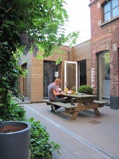 Het huis is gebouwd in 1905 als \'une maisonnette de jardinier\' of een \'huisje voor de tuinman\', in opdracht van een rijke burgerfamilie.
