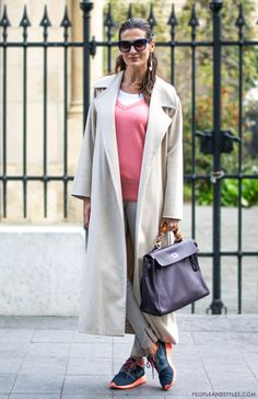 Outfit idea hoe to wear neutral coat and sneakers, style inspiration Iva Balaban
