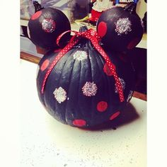 The pumpkin that manages to be both big and Minnie. | 25 Disney Pumpkins That Will Get You In The Halloween Spirit