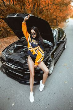 Jeep Wrangler Girl, Car Poses, Bmw Girl, Bmw Classic Cars, Bmw Love, Sweet Cars, Car Photography, Car Girls, Hot Cars