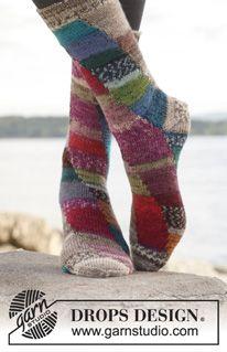 """Colour play - Strikket DROPS sokker i """"Fabel"""" med forskyvning i 4 farger - Free pattern by DROPS Design"""