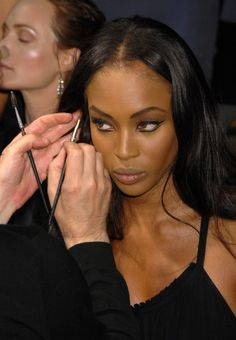 Uploaded by Emma Rahić. Find images and videos about model and Naomi Campbell on We Heart It - the app to get lost in what you love. Black Girl Makeup, Girls Makeup, Naomi Campbell 90s, Fashion Shows 2015, Models Backstage, 90s Models, Women Models, Victoria Secret Fashion, Mannequins