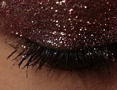 5 Grown-up Ways to Wear Glitter on Your Eyes : Girls in the Beauty Department: Beauty: glamour.com