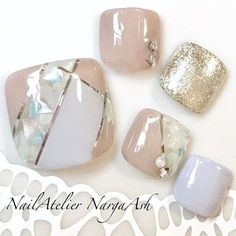 ブロッキングシェル|ネイルデザインを探すならネイル数No.1のネイルブック Trendy Nail Art, Stylish Nails, Chic Nails, Pretty Toe Nails, Cute Toe Nails, Pedicure Nail Art, Toe Nail Art, Sculpted Gel Nails, Summer Toe Nails