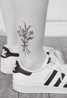 Floral ankle work by Tritoan Ly #TattooIdeasFlower