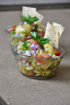 Pineapple Salsa inspired by Chef Jamie Ingredients 1/2 a pineapple {or 1 can} roughly chopped 1/3 red onion, diced 1 tomato, chopped 1 jalapeno, deseeded and diced 1 large handful parsley, chopped 1 Tablespoon olive oil 1 Tablespoon lemon juice {or sub lime} salt and pepper