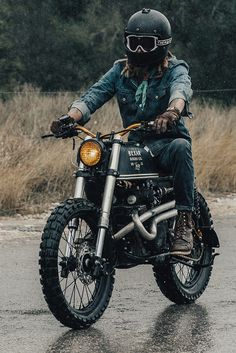 How stylish is this little Honda CL175 scrambler with a Kawasaki USD fork transplant?