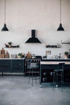zwart wit in een Scandinavisch industrieel interieur - tips hoe dit te doen. black white in a Scandinavian industrial interior - tips how to do.