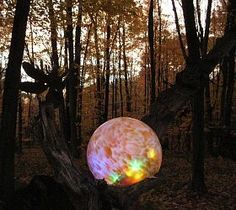 Wayne has made gazing balls into indoor lamps & they are soooooo cool! This one would be awesome in my Enchanted Forest!