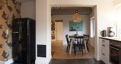 Ein Ferienhaus zum Verlieben findet man im Ostseebad Ahrenshoop: Das Seehaus verzaubert bereits auf den ersten Blick mit seinem malerischen Reetdach und auch das Innere lädt zum Verweilen ein.