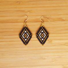 Boucles Muan Noir Plaqué or et perles de verre Miyuki : Boucles d'oreille par ccedille-bijoux