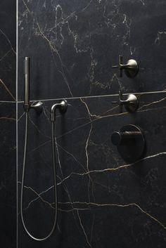 Modern Marble Bathroom, Dark Bathrooms, Modern Master Bathroom, Underwater Hotel, Bathroom Dimensions, Metallic Look, Tadelakt, Toilet Design, Bathroom Design Luxury