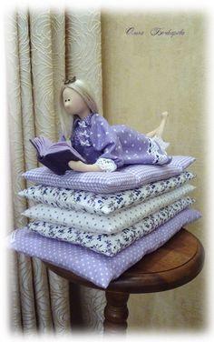 Tilda princess and pea Felt Dolls, Doll Toys, Baby Dolls, Dollhouse Dolls, Miniature Dolls, Doll Clothes Patterns, Doll Patterns, Princess And The Pea, Doll Maker