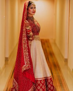 Haute spot for Indian Outfits. Indian Bridal Outfits, Indian Bridal Lehenga, Indian Bridal Fashion, Indian Bridal Wear, Indian Designer Outfits, Indian Dresses, Indian Wear, Bridal Dupatta, Wedding Lehnga
