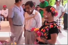 Mira la insólita boda entre un alcalde y un cocodrilo en México (video + WTF) - http://www.leanoticias.com/2014/07/14/mira-la-insolita-boda-entre-un-alcalde-y-un-cocodrilo-en-mexico-video-wtf/