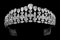 tiara with big pear-shaped diamonds!