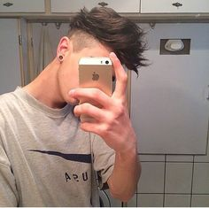 Androgynous Hair, Bad Boy Aesthetic, Portrait Photography Men, Crop Hair, Cute White Boys, Cool Mens Haircuts, Cute Teenage Boys, Poses For Men, Selfie Poses
