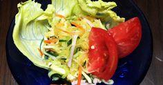 春雨サラダをまねて、春雨をそうめん瓜にかえて作りました。練り辛子をアクセントにして、色鮮やかなさっぱりした味にしました。