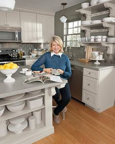 Martha's Maine Remodel - farmhouse - Kitchen - New York - Martha Stewart Living Kitchen Tops, New Kitchen, Kitchen Dining, Kitchen Decor, French Kitchen, Bedford New York, Martha Stewart Kitchen, Martha Stewart Crafts, Celebrity Kitchens