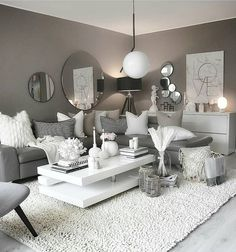 Want to change your living room? Before committing the irreparable, discover the pitfalls to avoid in the layout of the living room. Glam Living Room, Living Room Decor Cozy, Living Rooms, Living Room Inspiration, Home Decor Inspiration, Design Inspiration, My New Room, Layout Design, Design Ideas