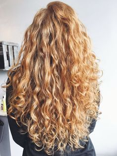 How to Get Heatless Loose Hair Waves with Only a Headband! How to Get Heatless Loose Hair Waves with Long Curly Hair, Curly Hair Styles, Natural Hair Styles, Curly Blonde, Curly Girl, Heatless Hairstyles, Loose Hairstyles, Trendy Hairstyles, Natural Wavy Hairstyles