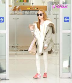 http://okpopgirls.rebzombie.com/wp-content/uploads/2013/03/SNSD-Jessica-airport-fashion-March-6-2-5.jpg