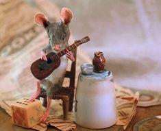 Felt Mouse, Baby Mouse, Mini Mouse, Needle Felted Animals, Felt Animals, Needle Felting, Maus Illustration, New Children's Books, Ideas