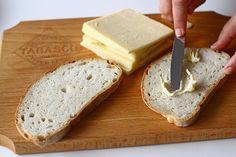 Rețetă pentru mic dejun - sandwich cald cu brânză, ou și avocado Sandwiches, Cheddar, Avocado, Toast, Yummy Food, Bread, Diana, Design, Cheddar Cheese