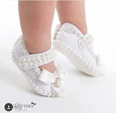 Girls Shoes - Make The Feet Pleased With These Shoe Tips Cute Baby Shoes, Baby Girl Shoes, Girls Shoes, Baby Dress Design, Baby Girl Baptism, Shoe Pattern, Crochet Baby Booties, Doll Shoes, Toddler Shoes