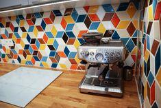 Kuchyňa Stupava - MMOSAICS Espresso Machine, Kitchen Appliances, Retro, Home, Espresso Coffee Machine, Diy Kitchen Appliances, Home Appliances, Ad Home, Homes