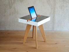 Lucio Solar Charging Table can harness sunlight for you, and you can recharge your gadgets in an eco friendly way! in Furniture Design Deco Design, Interior Design, Smart Design, Design Studio, Cool Furniture, Modern Furniture, Furniture Design, Toyo Ito, Product Design
