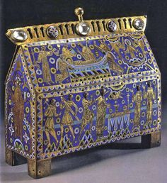 "Reliquary Chasse of Thomas Beckett - Dimensions:  29.9 x 30.5 x 11.4 cm.  Photo from the small catalogue book ""Medieval and Renaissance Treasures from the V & A""."
