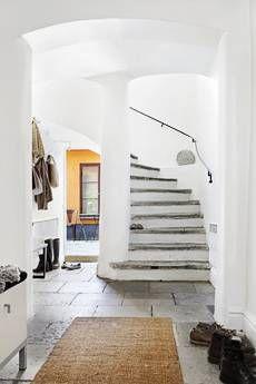 Beautifull enterance, beautifull stairs.