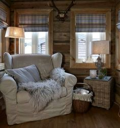 Top Big Comfy Chair Designs For Reading Corners House Design, Cabin Decor, Cabins And Cottages, Big Comfy Chair, Home Decor, House Interior, Cabin Living, Cottage Living, Rustic House