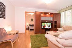 Piso de alquiler por dias en el centro de Bucarest. The Unit, Furniture, Home Decor, Bucharest, Banks, Centre, Decoration Home, Room Decor, Home Furnishings