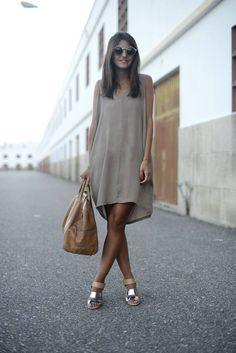 Love this flowy dress for date nights in summer time, with sandals