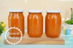 Ajvar Sos Tarifi - Malzemeler : 2 kg patlıcan, 1 kg kırmızı biber, 8 adet orta boy domates, 2 adet soğan, 8-9 diş sarımsak, 1 çay bardağı sıvıyağ, 1 yemek kaşığı pul biber, 1,5 yemek kaşığı tuz. Hot Sauce Bottles, Mason Jars, Food, Essen, Mason Jar, Meals, Yemek, Eten, Glass Jars