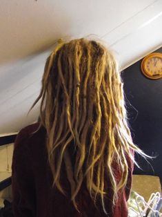 How to Remove Dreadlocks Without Cutting, her hair is gorgeous before and after! >>> For MAYBE someday in the future, if I ever decide to remove my dreads. Mundo Hippie, Beautiful Dreadlocks, Pretty Dreads, Dreads Girl, Dreads Styles, Hair Knot, Dread Hairstyles, Dream Hair, Maquillaje