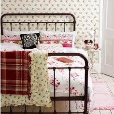 Want teenage girls bedroom ideas? Coming up with teenage girls bedroom ideas is no easy feat for a parent. We've come up with some great ideas Cozy Bedroom, Dream Bedroom, Girls Bedroom, Bedroom Decor, Bedroom Ideas, Floral Bedroom, Master Bedroom, Bedroom Interiors, Bedroom Red