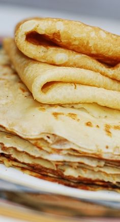 How to make crepes from scratch in a regular frying pan.  Step-by-step instructions and photos.