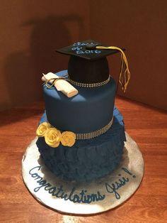 No jewels and fondant Graduation Cake Designs, Graduation Desserts, Graduation Party Planning, College Graduation Parties, Graduation Cupcakes, Graduation Celebration, Graduation Party Decor, Grad Parties, Graduation Images