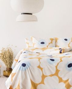 This Marimekko bedding features the classic Pieni Unikko pattern with ecru poppies on a beige ground. Design Your Home, Home Interior Design, Zara Home, Linen Bedding, Bedding Sets, Bed Linens, Marimekko Bedding, Master Suite, Bedding Master Bedroom