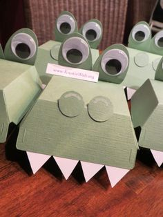 Die Krokodile sind los...was haben die wohl Tolles/Süsses in ihrem Maul?