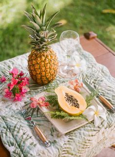 Tropical Hawaiian Bridal Inspiration | WarmPhoto Photography | Bridal Musings Wedding Blog 5