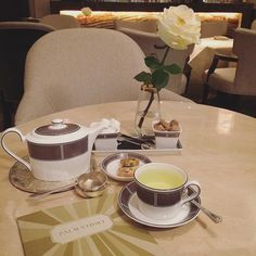 Pre-event chilling at @langham_london's beautiful #palmcourt. #freshminttea #tea #london Haven't been here since my #hendo in 2012. Will I ever meet food heroine of mine @cherishfinden?  by melbrogy